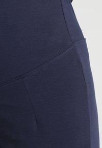 Zalando Essentials Maternity - Pantalones deportivos - dark blue - 5