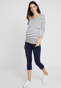 Zalando Essentials Maternity - 2 PACK - Leggings - black/dark blue - 1