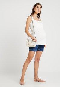 Zalando Essentials Maternity - Džínové kraťasy - blue denim - 1