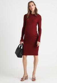 Zalando Essentials Maternity - HIGH NECK LONG - Stickad klänning - syrah - 2