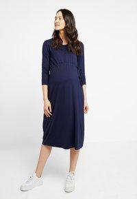 Zalando Essentials Maternity - Žerzejové šaty - maritime blue - 0
