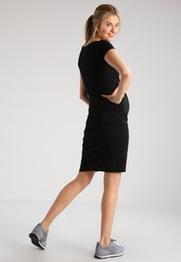 Zalando Essentials Maternity - 2 PACK - Žerzejové šaty - black/dark grey melange - 2