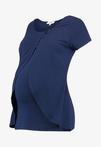 Zalando Essentials Maternity - T-shirt med print - peacoat - 5