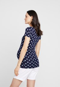 Zalando Essentials Maternity - T-shirt z nadrukiem - blue - 2