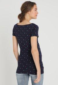 Zalando Essentials Maternity - T-shirt z nadrukiem - maritime blue - 2