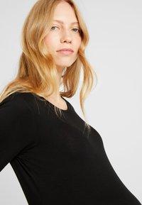 Zalando Essentials Maternity - T-shirt - bas - black - 4