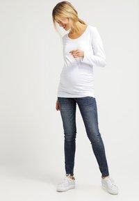 Zalando Essentials Maternity - Långärmad tröja - weiß - 1