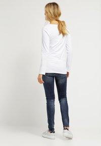 Zalando Essentials Maternity - Långärmad tröja - weiß - 2