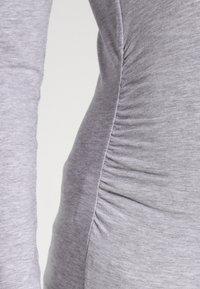 Zalando Essentials Maternity - Maglietta a manica lunga - light grey melange - 4