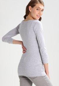 Zalando Essentials Maternity - Maglietta a manica lunga - light grey melange - 2