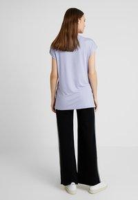 Zalando Essentials Maternity - T-shirt z nadrukiem - sweet lavendar - 2