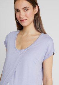 Zalando Essentials Maternity - T-shirt z nadrukiem - sweet lavendar - 3