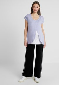 Zalando Essentials Maternity - T-shirt z nadrukiem - sweet lavendar - 1