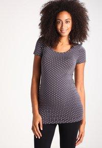 Zalando Essentials Maternity - T-shirt z nadrukiem - grey - 0
