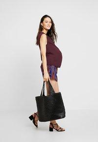 Zalando Essentials Maternity - Blouse - bordeaux - 1