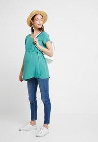 Zalando Essentials Maternity - Blus - dark green - 1