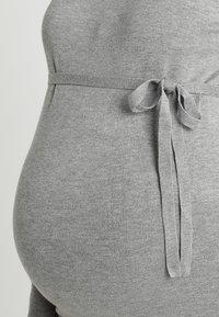 Zalando Essentials Maternity - Stickad tröja - light grey melange - 5