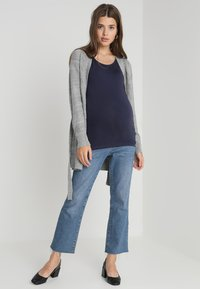Zalando Essentials Maternity - Vest - mid grey melange - 1