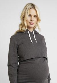 Zalando Essentials Maternity - Felpa con cappuccio - dark grey melange - 3