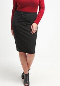 Zalando Essentials Curvy - Pouzdrová sukně - black - 0