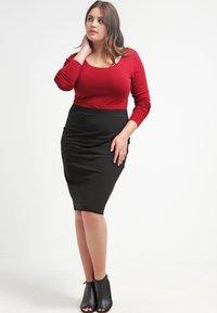 Zalando Essentials Curvy - Pouzdrová sukně - black - 1