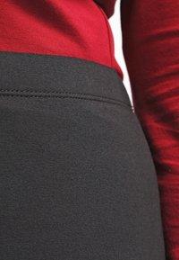Zalando Essentials Curvy - Pouzdrová sukně - black - 4