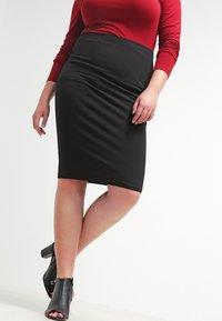 Zalando Essentials Curvy - Pouzdrová sukně - black - 3