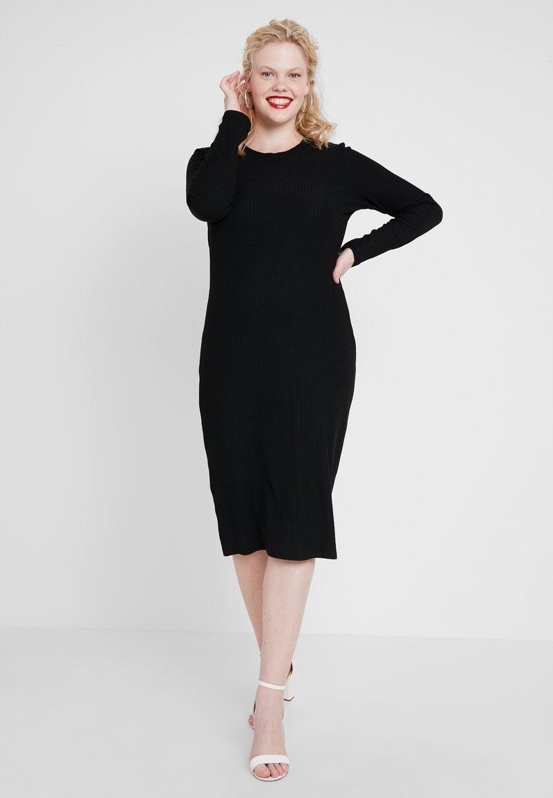 Zalando Essentials Curvy - Pletené šaty - black/black