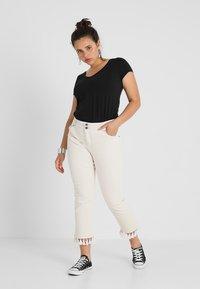 Zalando Essentials Curvy - Camiseta básica - black - 1