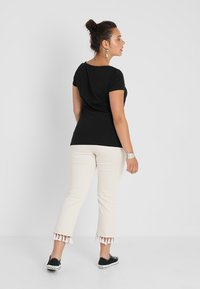 Zalando Essentials Curvy - T-shirt basique - black - 2