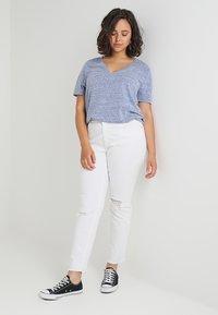 Zalando Essentials Curvy - Camiseta básica - surf the web - 1
