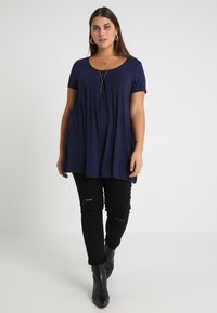 Anna Field Curvy - Print T-shirt - maritime blue - 1