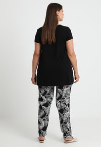 Zalando Essentials Curvy - T-shirt print - black/black - 2