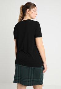 Zalando Essentials Curvy - T-shirts basic - black - 2