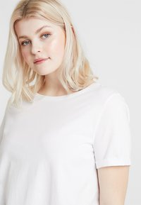 Zalando Essentials Curvy - T-Shirt basic - bright white - 3