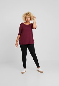 Zalando Essentials Curvy - T-shirt basic - zinfandel - 1