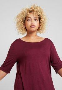 Zalando Essentials Curvy - T-shirt basic - zinfandel - 3