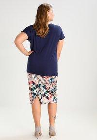 Zalando Essentials Curvy - T-shirt basic - dark blue - 2