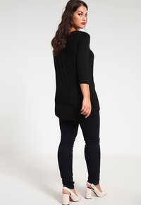 Zalando Essentials Curvy - Maglietta a manica lunga - black - 2