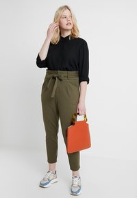 Zalando Essentials Curvy - Camicia - black - 1