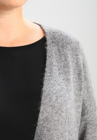 Zalando Essentials Curvy - Kardigan - light grey melange - 3