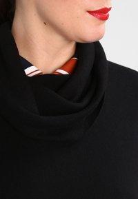 Zalando Essentials Curvy - Stickad tröja - black - 3