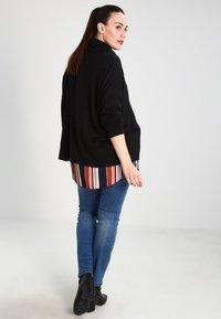 Zalando Essentials Curvy - Stickad tröja - black - 2