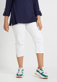 Zalando Essentials Curvy - Slim fit jeans - white - 0