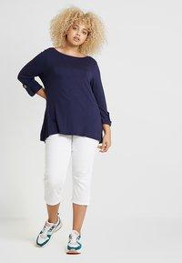 Zalando Essentials Curvy - Slim fit jeans - white - 1