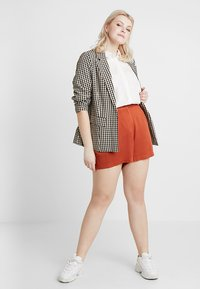 Zalando Essentials Curvy - Shorts - arabian spice - 1