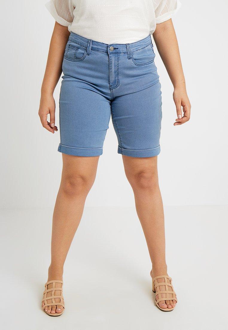 Zalando Essentials Curvy - Jeans Shorts - light blue denim
