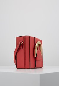 ZAC Zac Posen - BUCKLE LARGE BOX CROSSBODY - Umhängetasche - apple - 3
