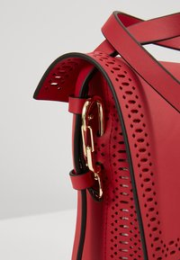 ZAC Zac Posen - BELAY CROSSBODY PERFORATION - Umhängetasche - chili pepper - 5