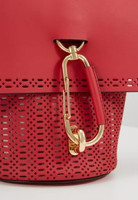 ZAC Zac Posen - BELAY CROSSBODY PERFORATION - Umhängetasche - chili pepper - 7